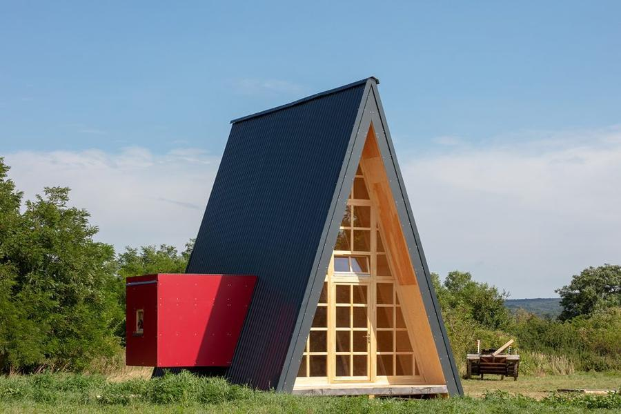 012-hello-wood-cabin-fever-international-architects-built-seven-cabin-prototypes-960x640.jpg