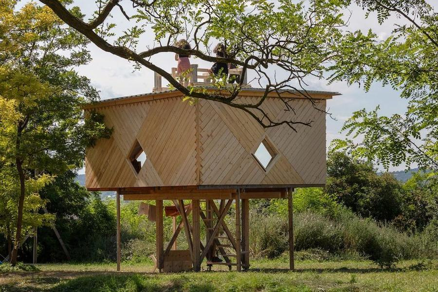 101-hello-wood-cabin-fever-international-architects-built-seven-cabin-prototypes-960x640.jpg
