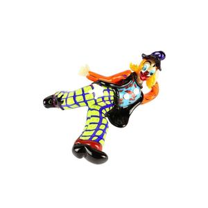躺着原始穆拉诺玻璃的小丑雕像