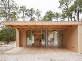 027-wooden-villa-at-soulac-sur-mer-by-nicolas-dahan.jpg