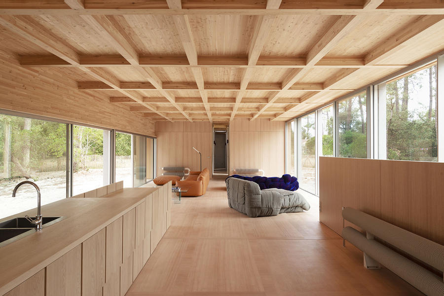 019-wooden-villa-at-soulac-sur-mer-by-nicolas-dahan.jpg