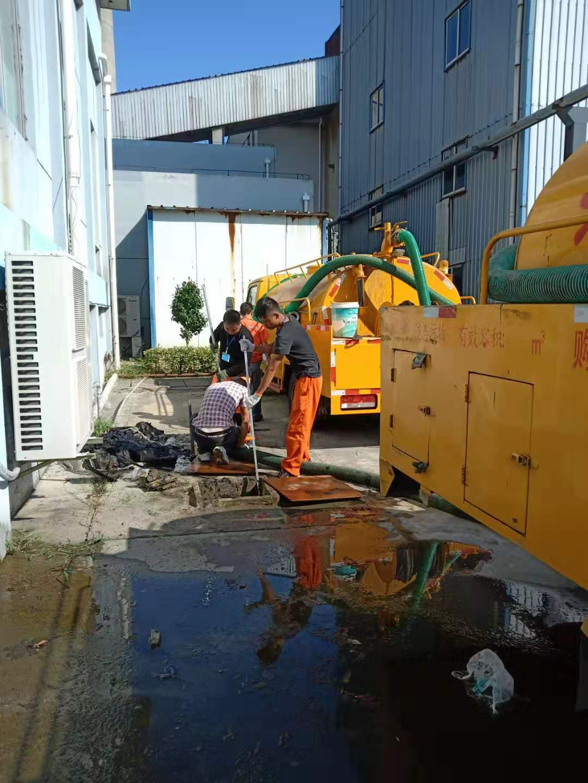 工业园区化粪池清理.jpg