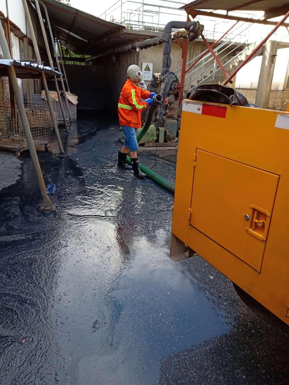 化工厂,污水池清理1.jpg