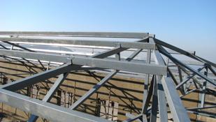 民用建筑按主要承重結構的材料可分為磚木結構、鋼筋混凝土結構、鋼結構