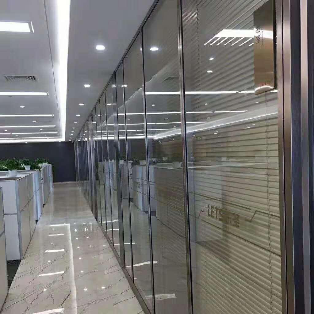办公室玻璃隔断工程施工