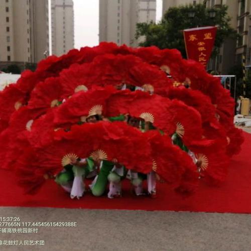 志愿者载歌载舞 喜庆党的华诞