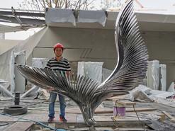 南京地产镜面不锈钢翅膀雕塑