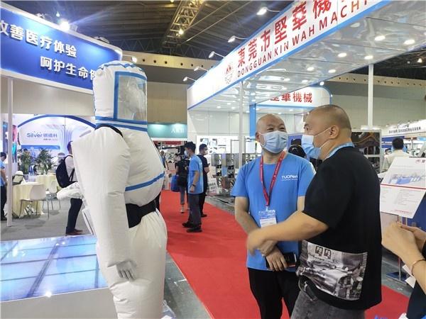 驼人集团医用正压防护服在上海国际防疫物资展览会中上市-中国商网 中国商报社1