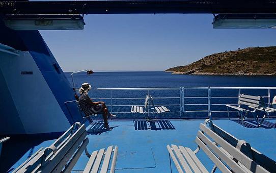 """希腊抗疫措施升级 渡轮甲板实施""""强制口罩令"""""""