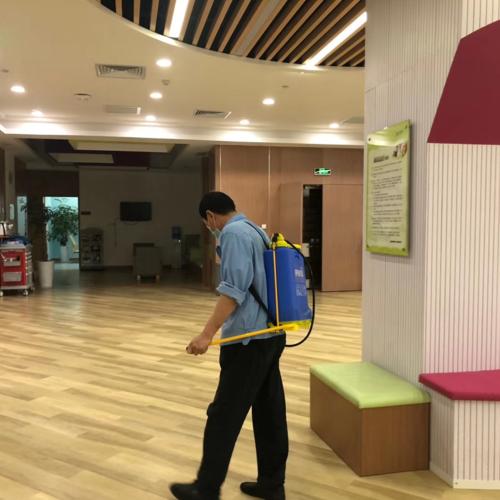 浦东新区办公室内的清洁消毒