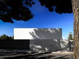 026-house-of-the-silence-by-fran-silvestre-arquitectos-960x673.jpg