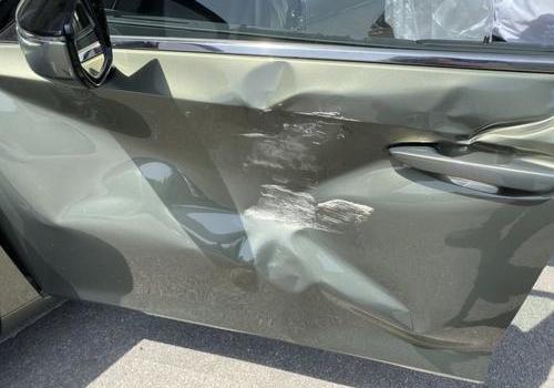 车门筋线凹陷怎么修复?雷克萨斯es车门棱线无痕修复案例