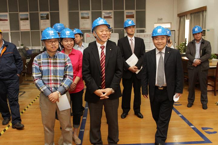 横河电机株式会社高管来巨化交流工业自动化控制工作