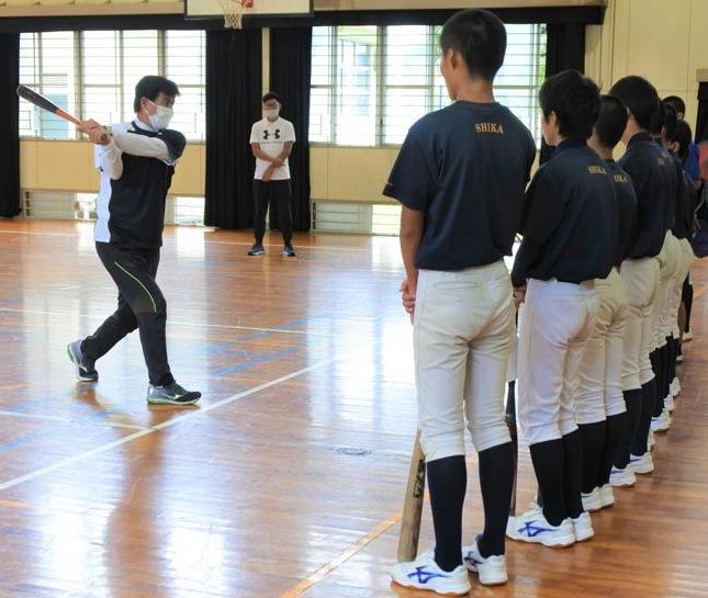 资料图片:学生参加社团活动(日本时事通信社)