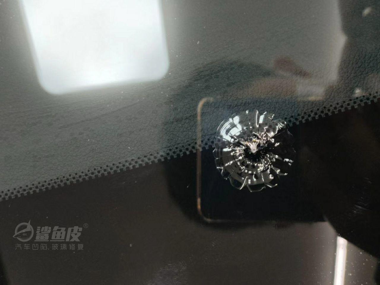 带HUD的挡风玻璃被石子砸裂怎么修复?是修好还是换好