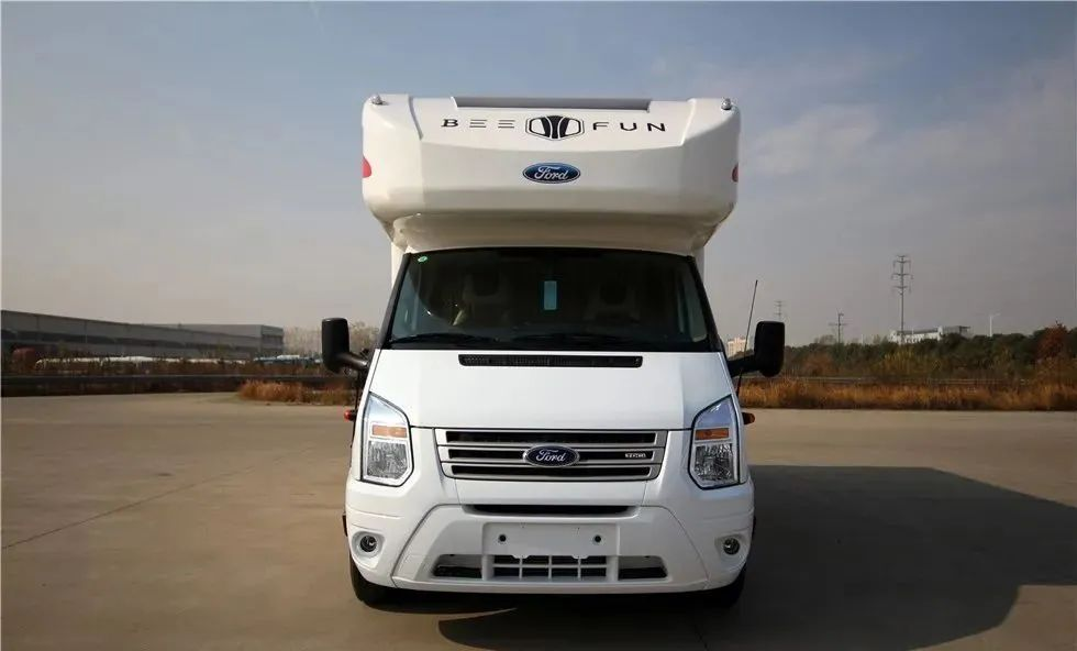 4.8南京房车展:6座3床+48V电路系统,这款趣蜂福特全顺新世代房车值得一看