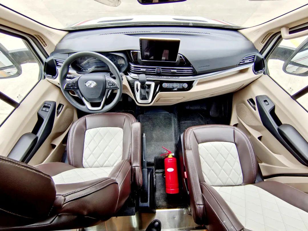 舜宇大通V90小额头新车发布,高颜值还有丰富配置,玩出新花样