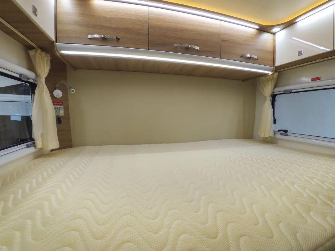 4.8南京房车展:外观时尚的新星房车,依维柯国六还有双厨房