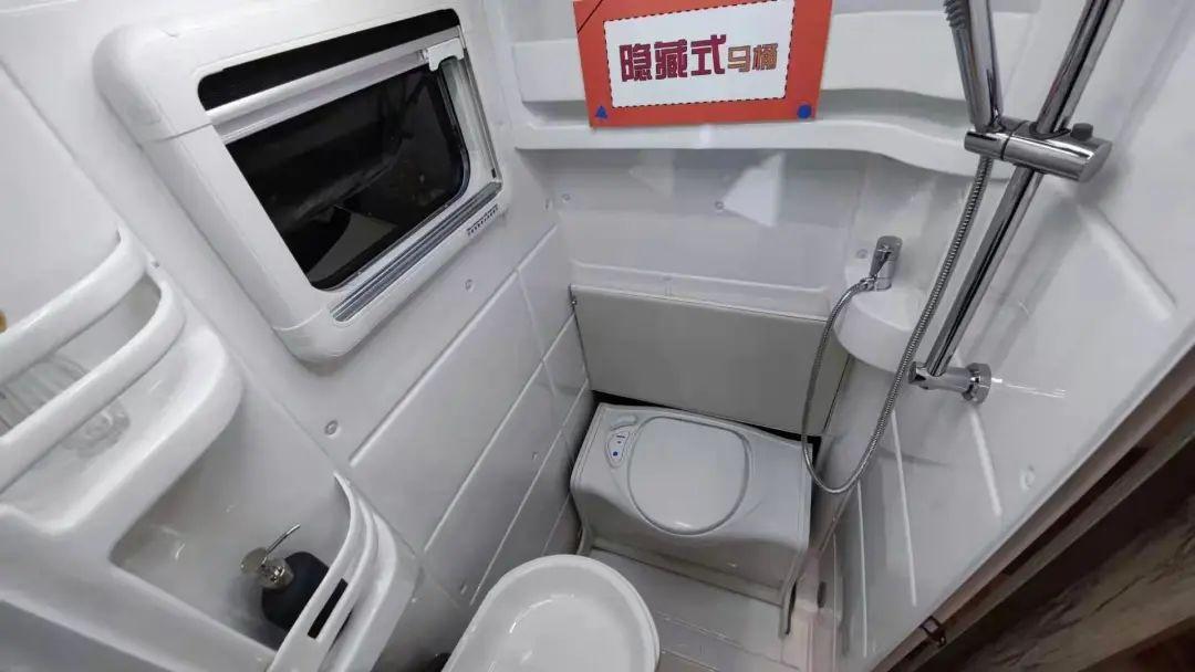 3.18上海房车展:2021款德兴大熊座房车,双拓大空间,六座六卧,指导价48.8W