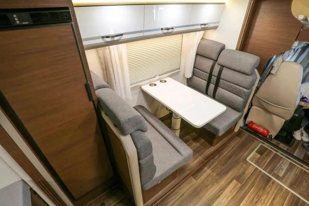 新款宇通C630尊享双拓展房车:800Ah锂电+670W太阳能电池板