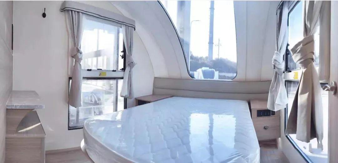 4.8南京房车展:今天来点不一样的,帝盛营地房车,两款供您选择!
