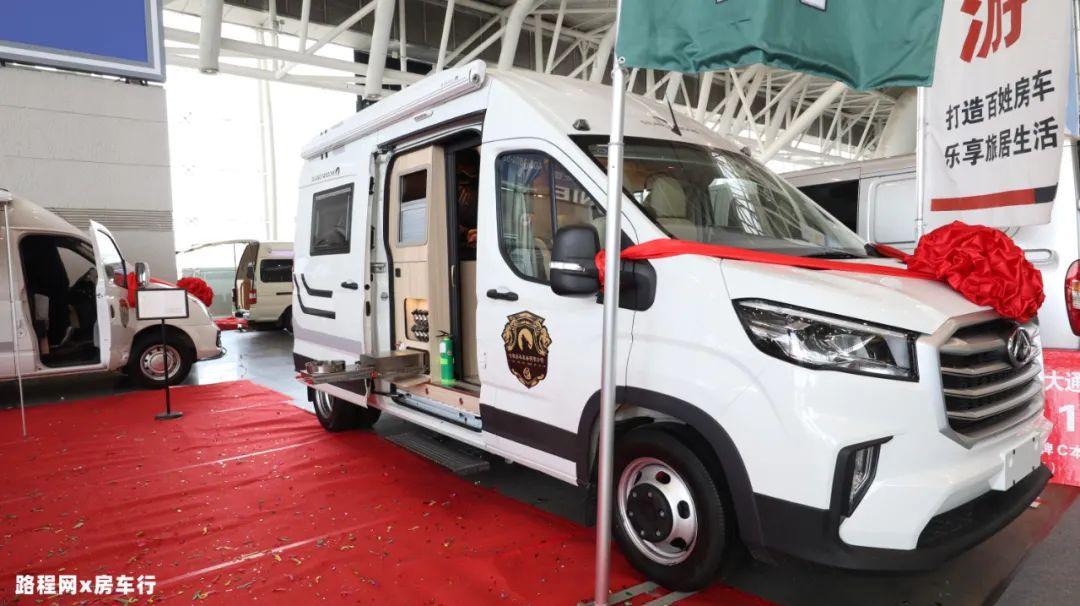 5.27上海房车展:电动上下铺+奔驰座椅,七狼新款B型房车,低调实用首选