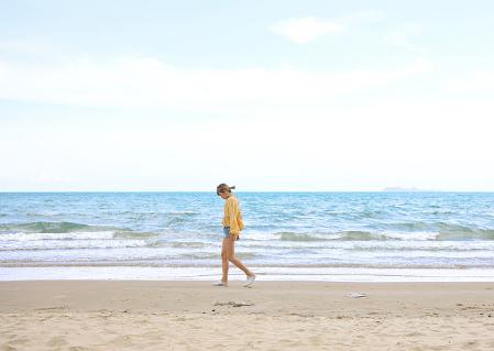 【野趣·房车露营季】五一黄金周专场 | 冲向自贸岛,自驾绝美滨海公路,阳光冲浪、游艇美食,一个都不能少