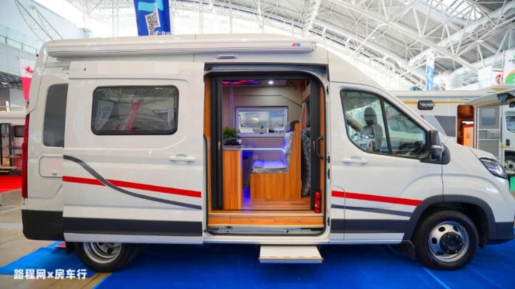 5.27上海房车展:顺之旅大通V90,单身青年的第一辆房车,多变空间33.8W