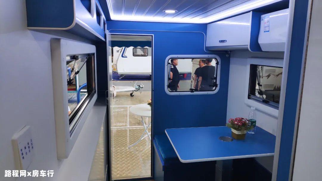 9.24上海房车展:5W多的小拖挂还带有露台,平价又实用的佳卓房车
