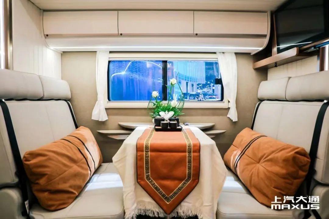 9.24上海房车展:双拓大空间+智能化管理,上汽大通MAXUS生活家V90双拓房车