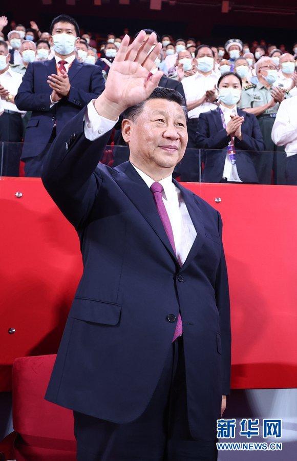 6月28日晚,庆祝中国共产党成立100周年文艺演出《伟大征程》在国家体育场盛大举行。习近平、李克强、栗战书、汪洋、王沪宁、赵乐际、韩正、王岐山等党和*****,同约2万名观众一起观看演出。新华社记者 鞠鹏 摄