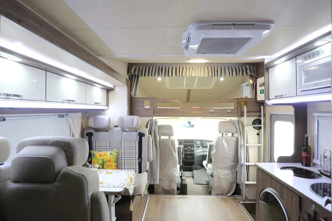 7.10上海购车节:双拓展,大空间,内外配置丰富齐全,拓锐斯特2021款简约欧畅房车