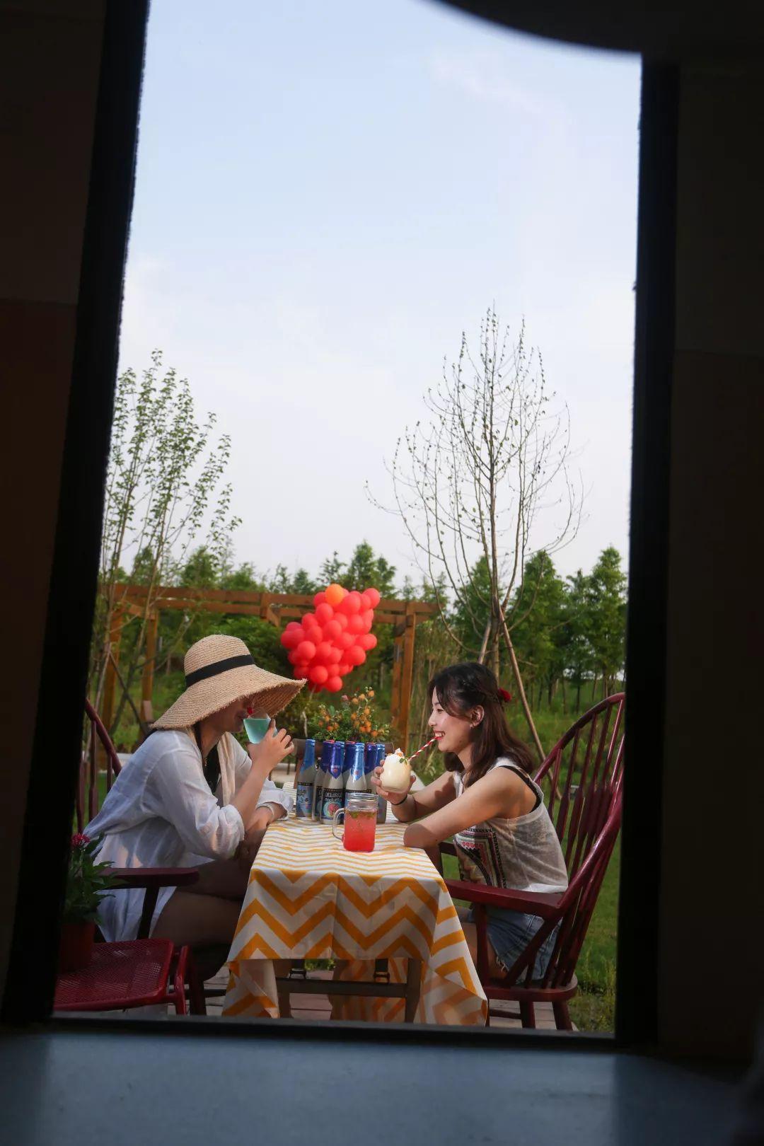 钱塘江畔竟然私藏着这样一家网红房车营地,遛娃玩耍真是绝了!