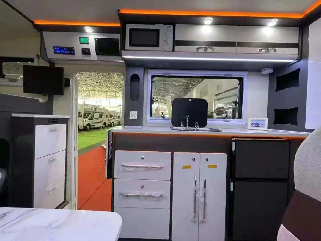 9.24上海房车展:爱旅途房车合集,蓝牌C本即可驾驶,定制你的专属布局,外观简约时尚