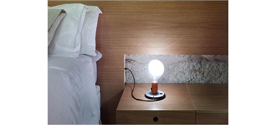lampadina-table-castiglioni-flos-F33000-product-life-03-720X498.jpg