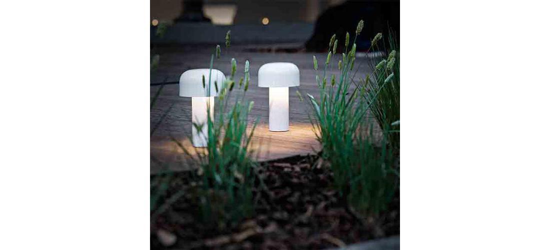 bellhop-table-castiglioni-flos-F1060009-product-life-06-590x883.jpg