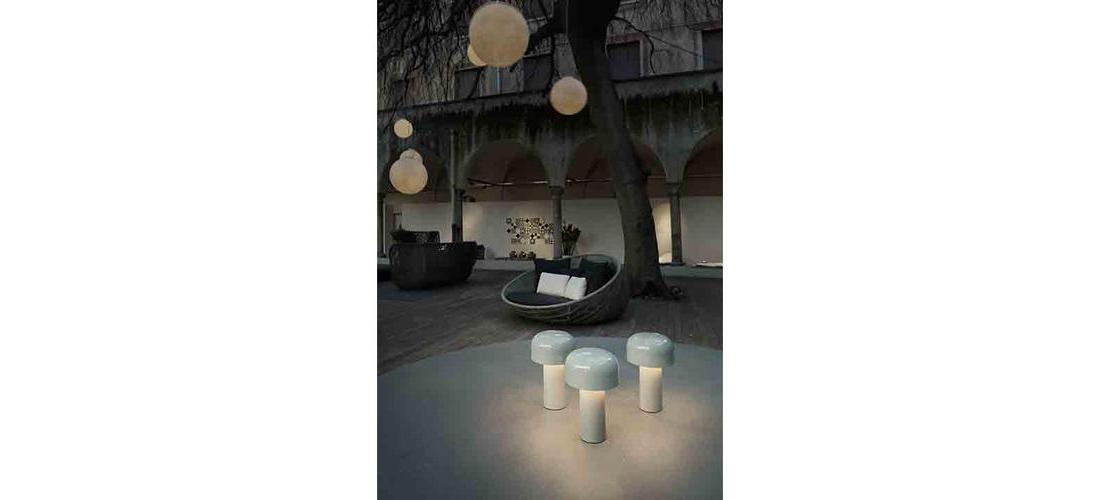 bellhop-table-castiglioni-flos-F1060009-product-life-04-498x720.jpg