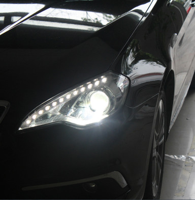 北汽绅宝超大双光卤素透镜灯光还是一塌糊涂,升级大灯提升安全是必须的。