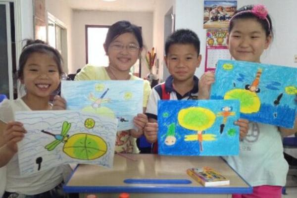 暑假班课堂:我是小画家课上,孩子们的精彩表现!