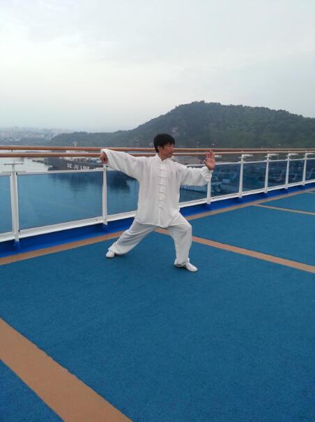 王继秀教练船上太极9.jpg