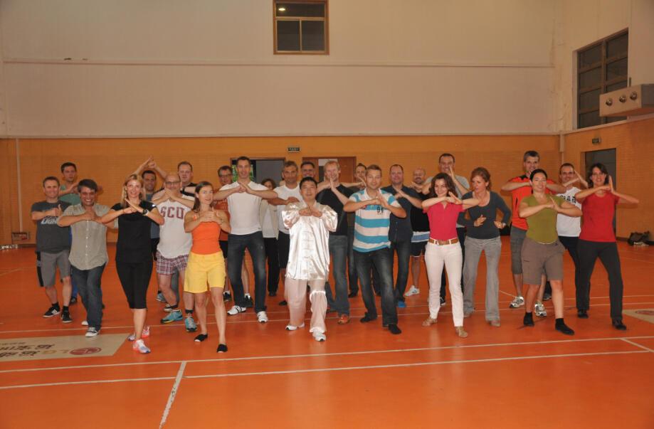 瑞士圣加仑大学EMBA学生太极拳活动1.jpg
