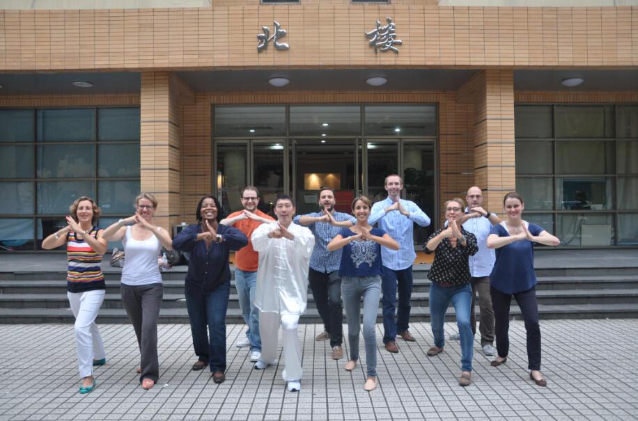 比利时鲁汶大学管理学院的EMBA学生太极拳活动1.jpg