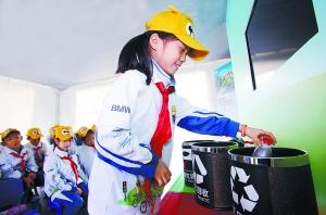 小营员在了解有关绿色出行以及垃圾分类方面的环保知识