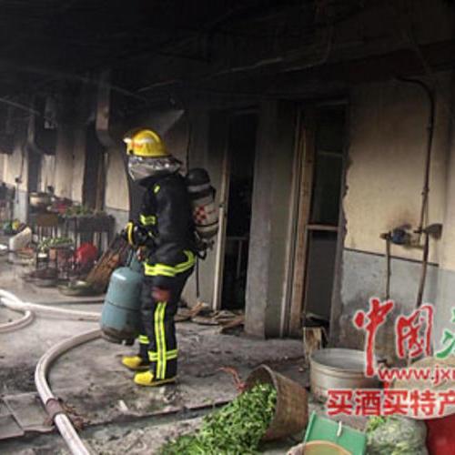 江西新余一学校的厨房着火