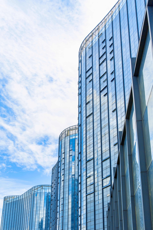 千库网_高楼现代建筑商场大厦摄影图_摄影图编号84328_看图王.jpg