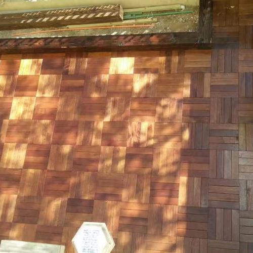 花园地板用什么材料