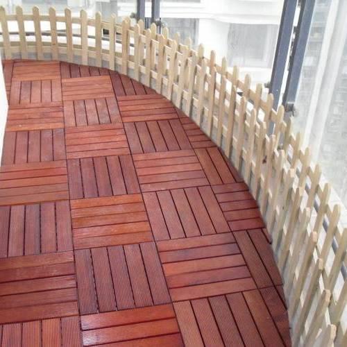 花园地板安装