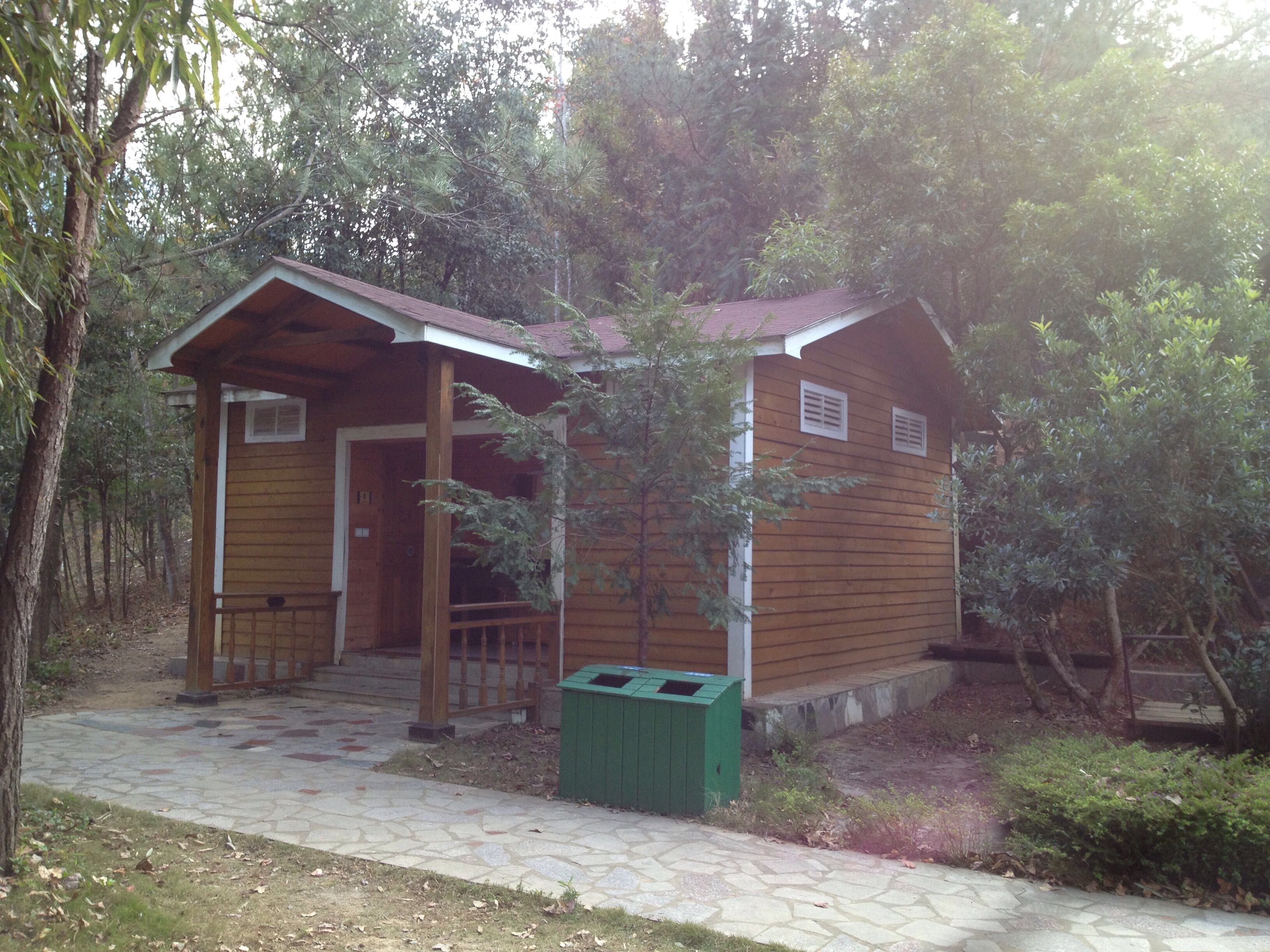 九鹏溪木屋厕所.JPG