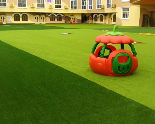 ?人造草坪