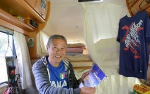 这位老人做了一件不可思议的事情—自驾贝博app体育官网从中国到欧洲。